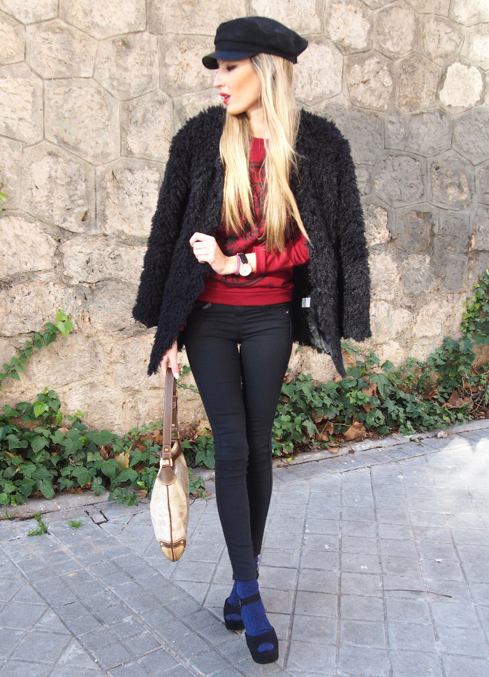 skinny_jeans_socks_sandals_hoodie_fur_coat_loewe_bag_cap