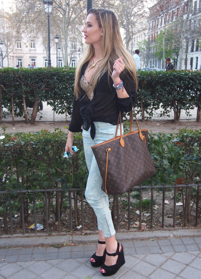 Capri pants, lace crop top paltform sandals y louis vuitton bag
