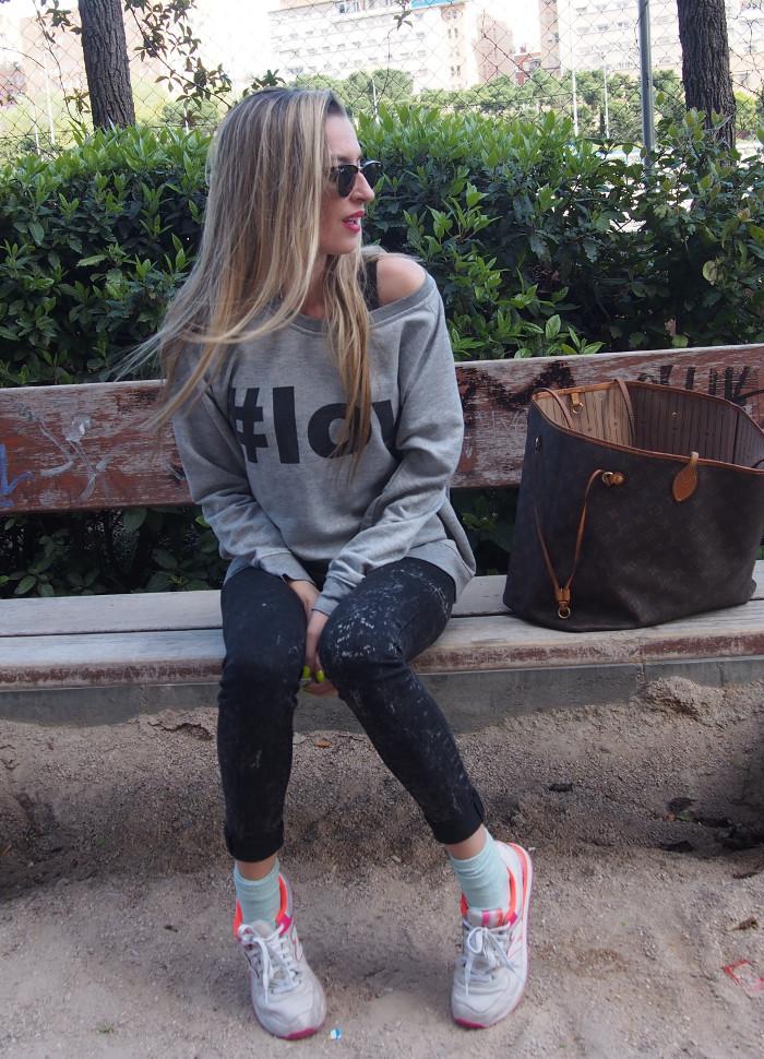New Balance con sudadera xxl y pantalones pitillo