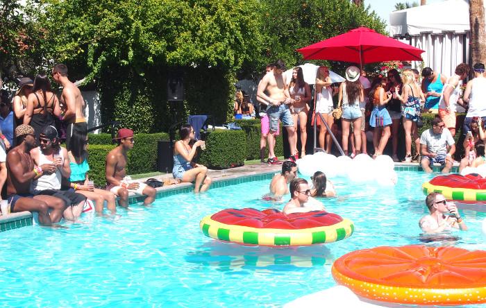 Fiesta_Guess_Coachella_Pool_Party_California_Lara_Martin_Gilarranz_Bymyheels
