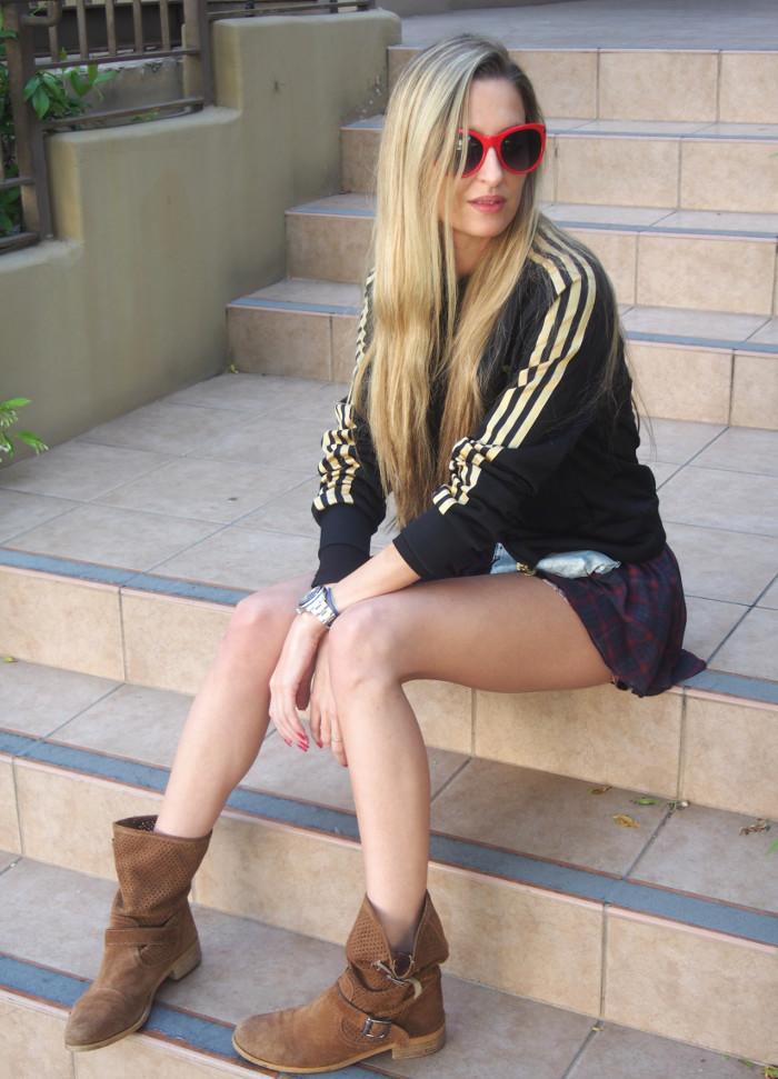 Tartan_Flowers_Prints_Mix_Shorts_Boots_Guess_Adidas_Hoodie_Lara_Martin_Gilarranz_Bymyheels