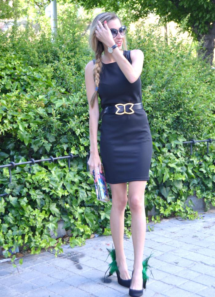 Black_Dress_Chic_Sympathique_Clutch_Customize_Zapatos_Customizados_Prada_Sunnies_Lara_Martin_Gilarranz_Bymyheels (1)