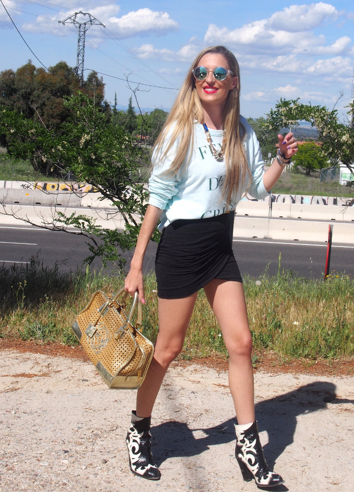 Drapped_Skirt_Amazona_Lowe_Bag_Dear_Tee_Hoodie_Joy_Necklace_Mirror_Sunnies_Lara_Martin_Gilarranz_Bymyheels