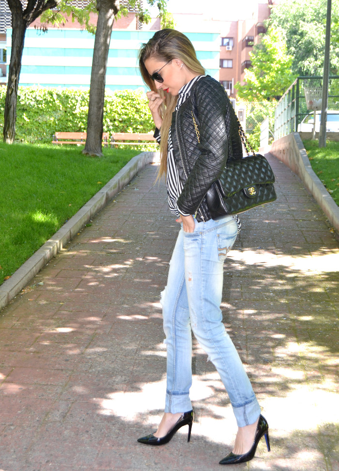 Chanel_255_Chanel_Bag_Black_Golden_Black_Stilettos_Ray_Ban_Leather_Jacket_Lara_Martin_Gilarranz_Bymyheels (1)