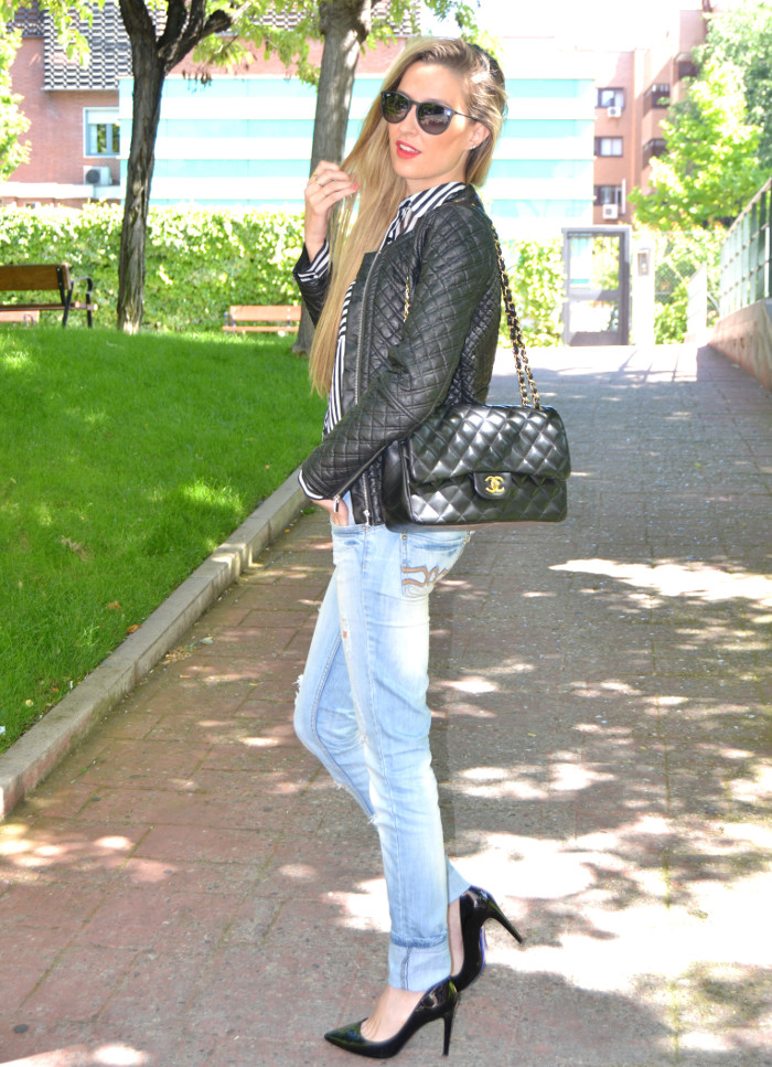Chanel_255_Chanel_Bag_Black_Golden_Black_Stilettos_Ray_Ban_Leather_Jacket_Lara_Martin_Gilarranz_Bymyheels (2)