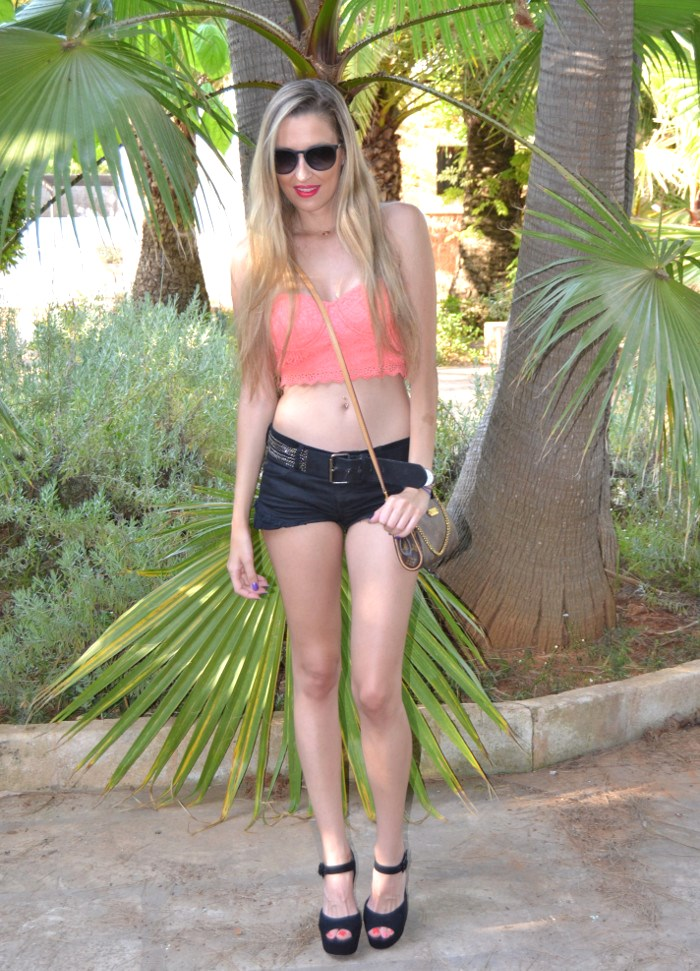 Lace_Crop_top_Lace_Shorts_Forever21_Ray_Ban_Sunglasses_Louis_Vuitton_Lara_Martin_Gilarranz_Bymyheels (2)