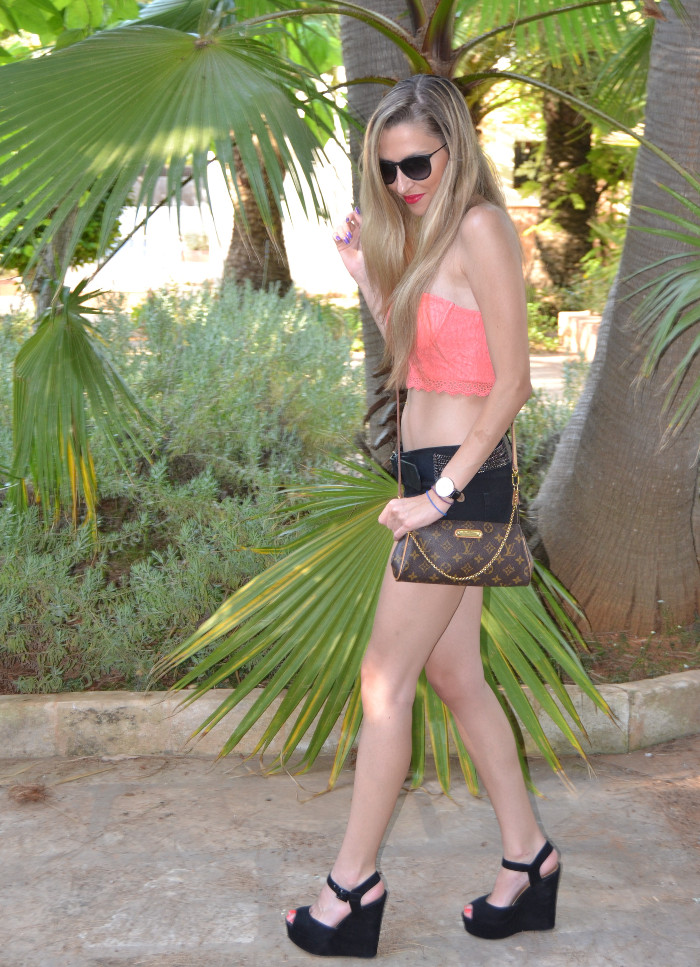 Lace_Crop_top_Lace_Shorts_Forever21_Ray_Ban_Sunglasses_Louis_Vuitton_Lara_Martin_Gilarranz_Bymyheels (3)