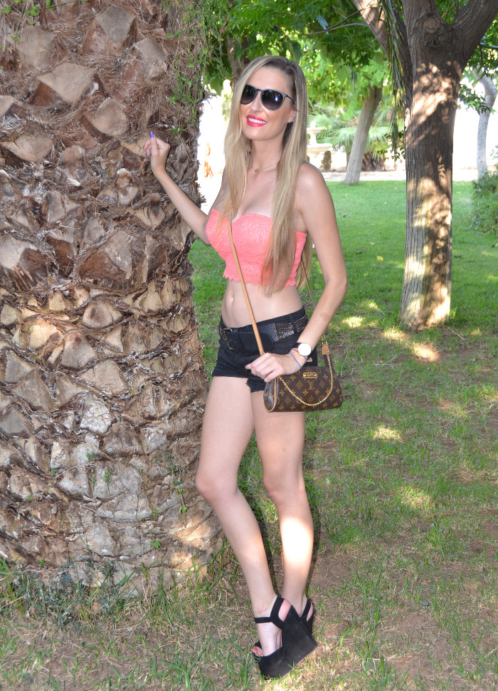Lace_Crop_top_Lace_Shorts_Forever21_Ray_Ban_Sunglasses_Louis_Vuitton_Lara_Martin_Gilarranz_Bymyheels (6)