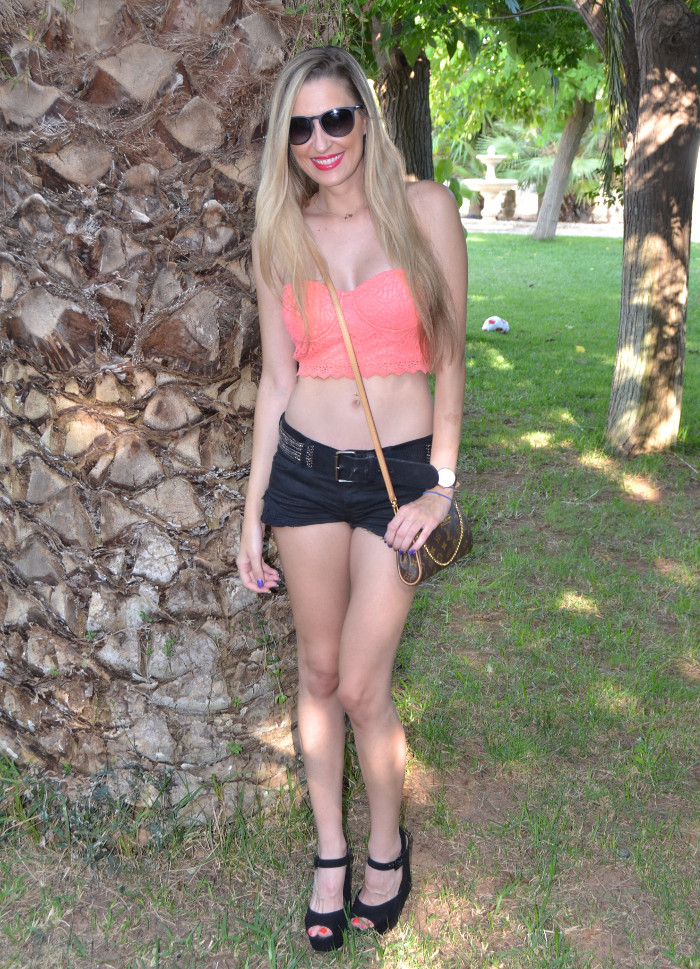 Lace_Crop_top_Lace_Shorts_Forever21_Ray_Ban_Sunglasses_Louis_Vuitton_Lara_Martin_Gilarranz_Bymyheels (8)