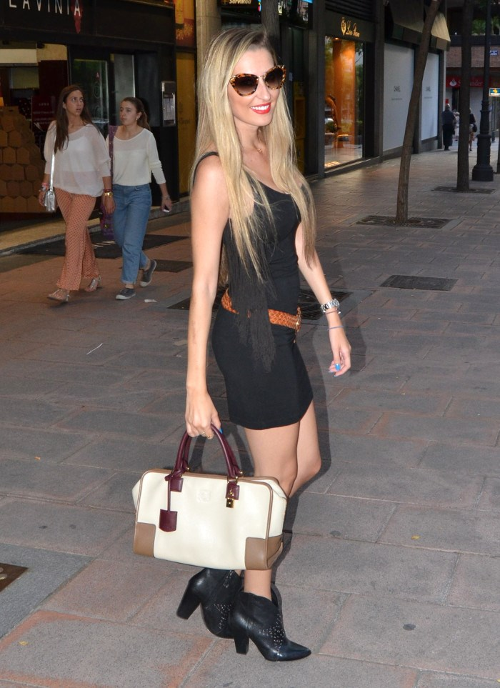 Miu_Miu_Sunnies_Guess_Booties_Little_Black_Dress_Amazona_Loewe_Lara_Martin_Gilarranz_Bymyheels (10)
