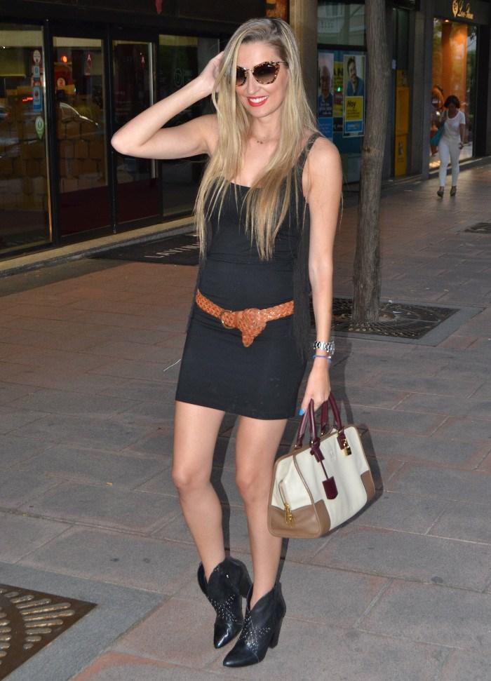 Miu_Miu_Sunnies_Guess_Booties_Little_Black_Dress_Amazona_Loewe_Lara_Martin_Gilarranz_Bymyheels (7)