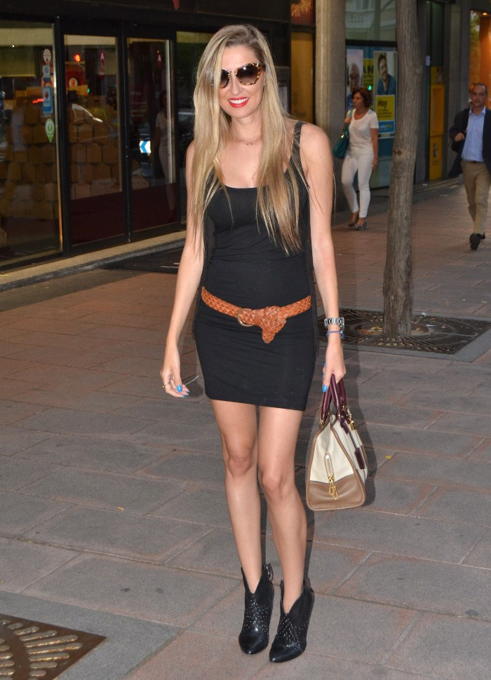 Miu_Miu_Sunnies_Guess_Booties_Little_Black_Dress_Amazona_Loewe_Lara_Martin_Gilarranz_Bymyheels (8)