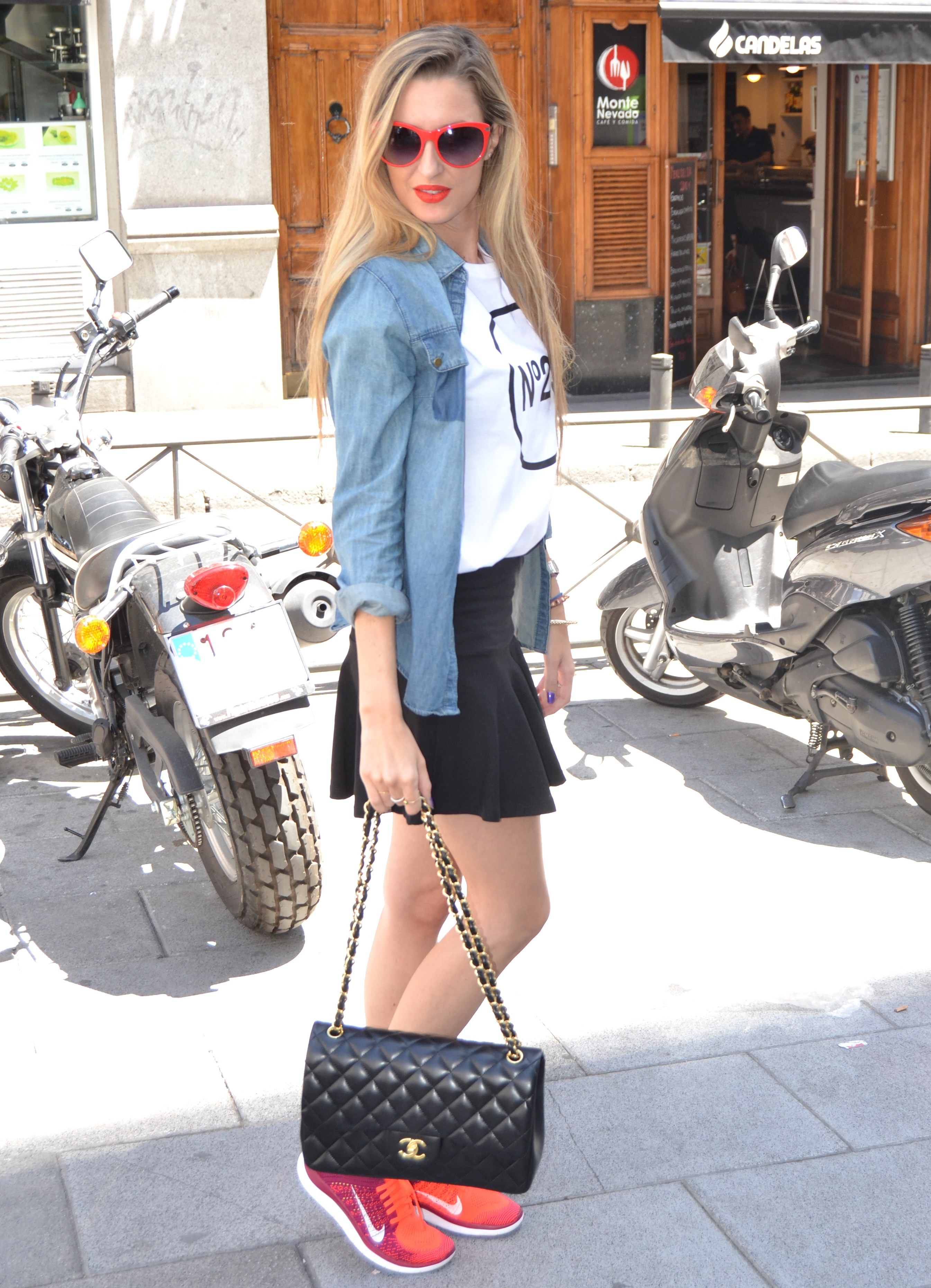 Nike_Free_FlyKnight_Sneakers_Chanel_255_Chanel_Bag_Guess_Sunglasses_Denim_Shirt_Lara_Martin_Gilarranz_Bymyheels (2)
