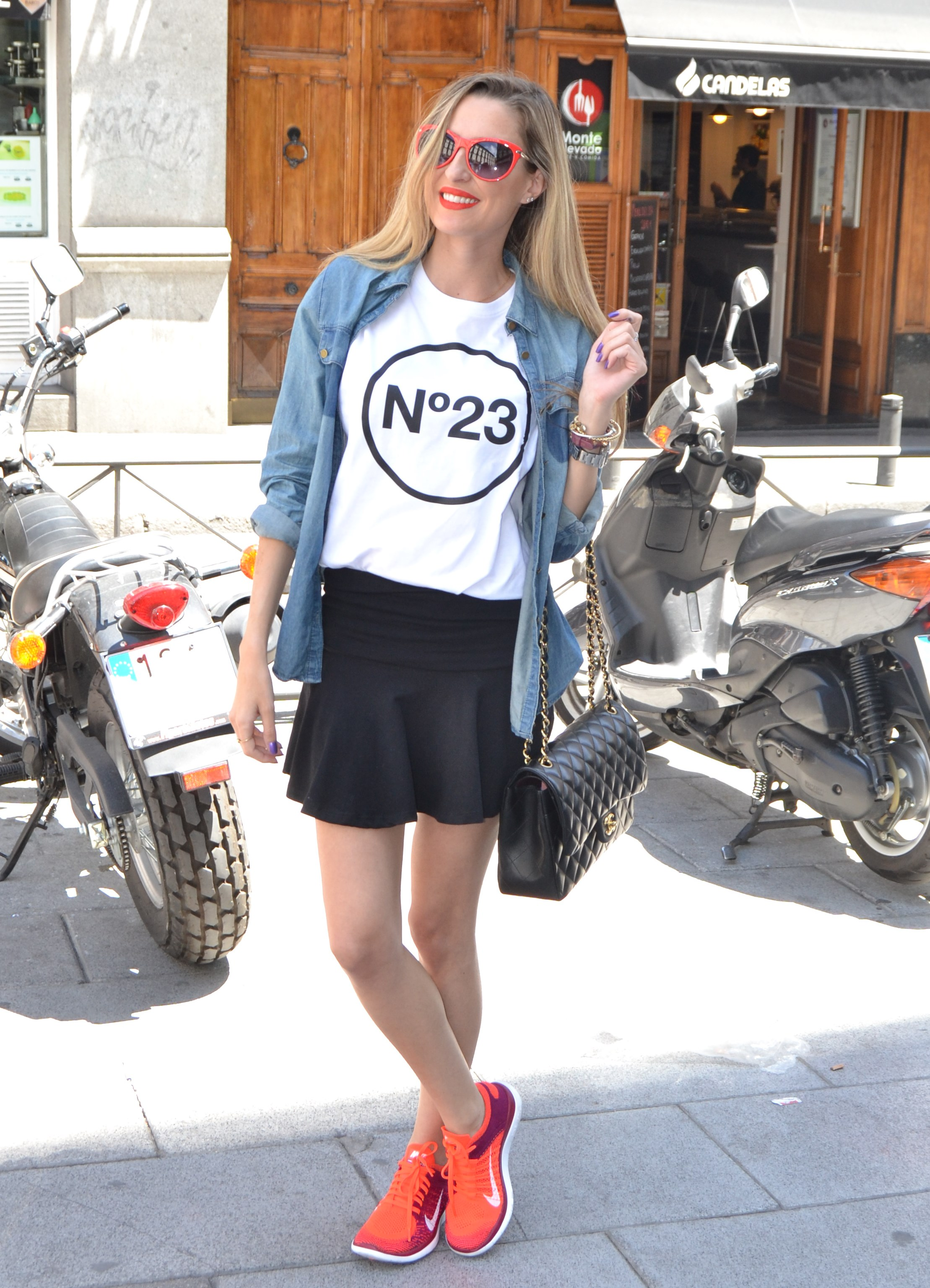 Nike_Free_FlyKnight_Sneakers_Chanel_255_Chanel_Bag_Guess_Sunglasses_Denim_Shirt_Lara_Martin_Gilarranz_Bymyheels (4)