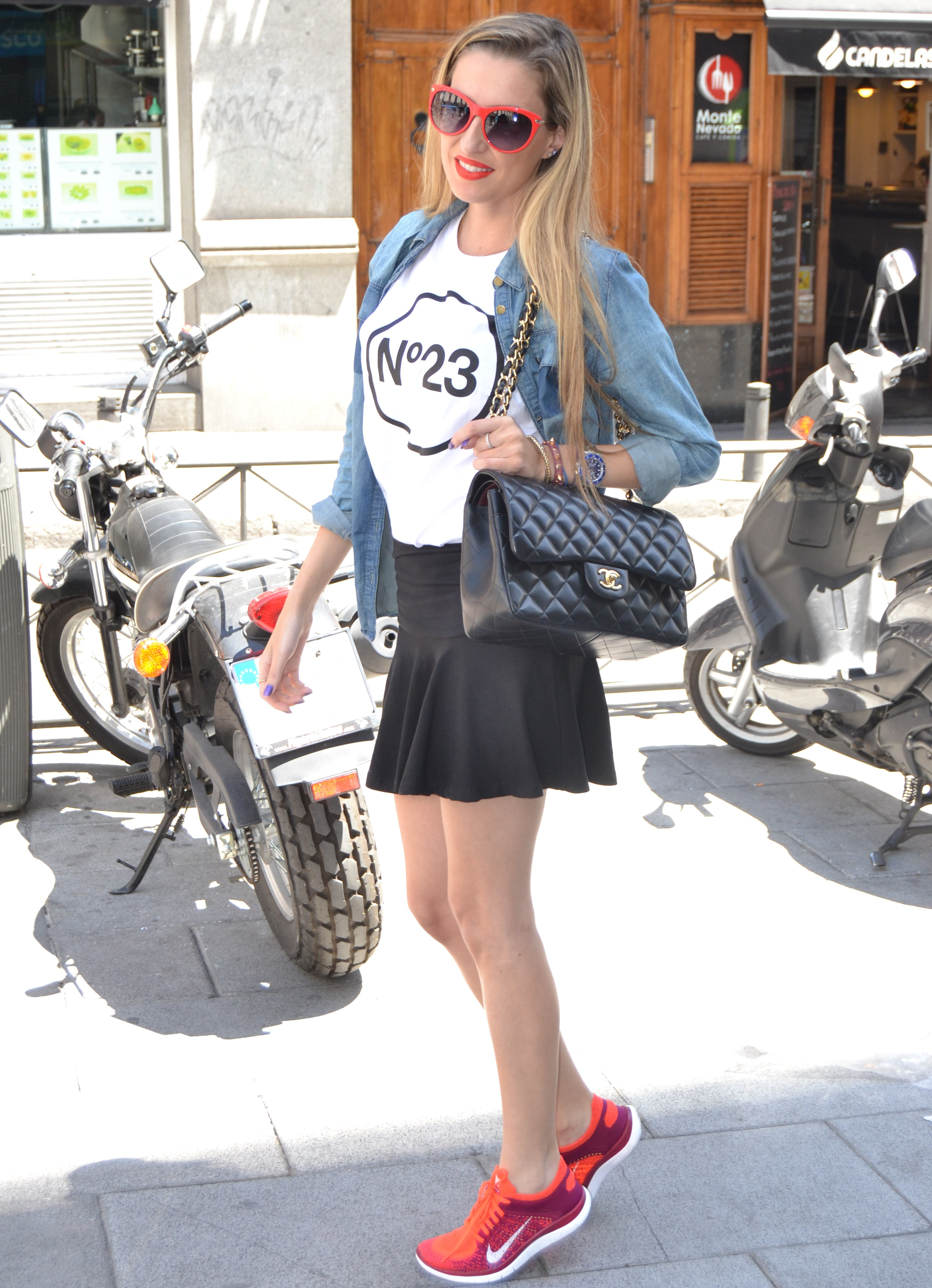 Nike_Free_FlyKnight_Sneakers_Chanel_255_Chanel_Bag_Guess_Sunglasses_Denim_Shirt_Lara_Martin_Gilarranz_Bymyheels (6)