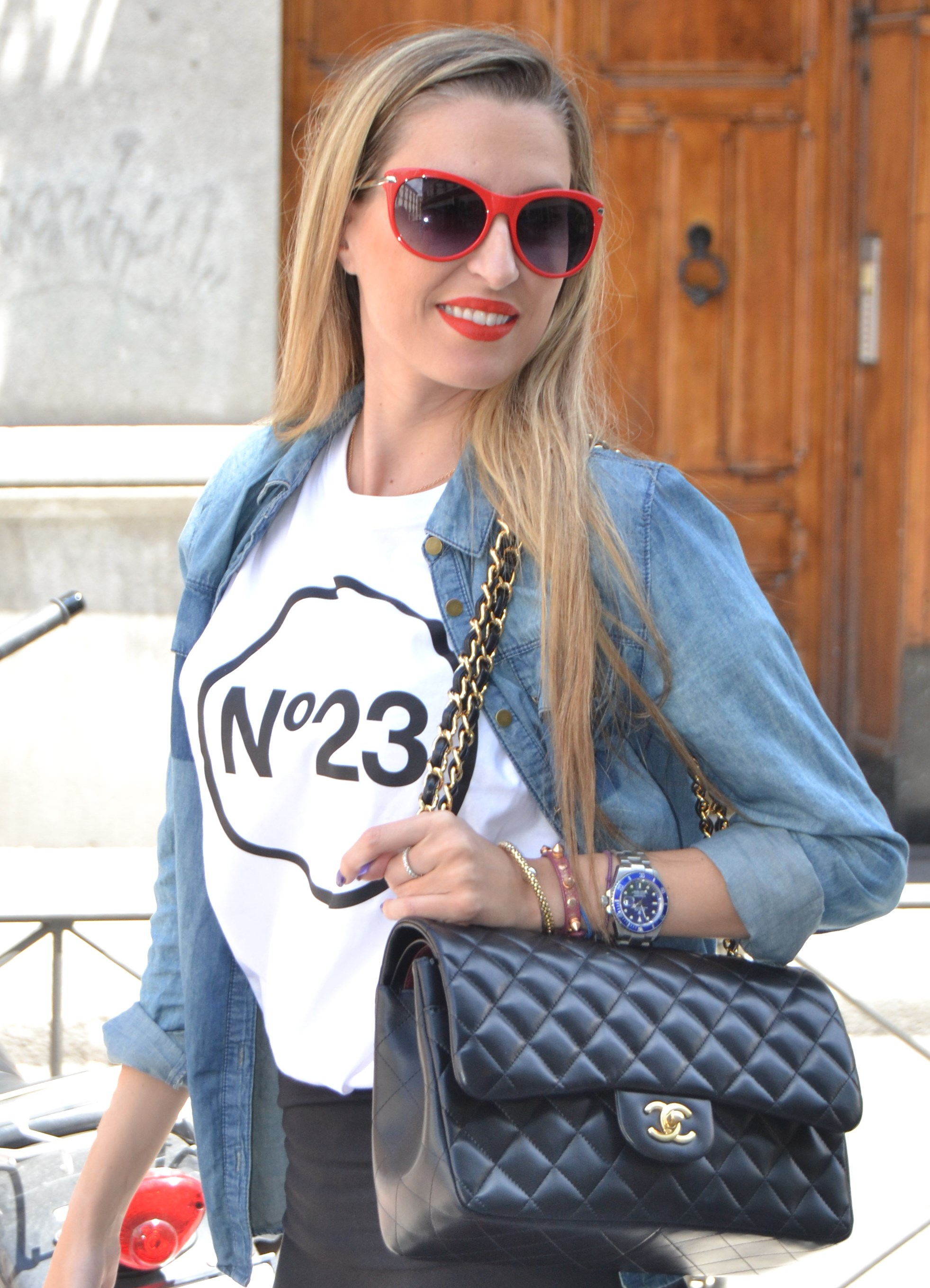 Nike_Free_FlyKnight_Sneakers_Chanel_255_Chanel_Bag_Guess_Sunglasses_Denim_Shirt_Lara_Martin_Gilarranz_Bymyheels (7)