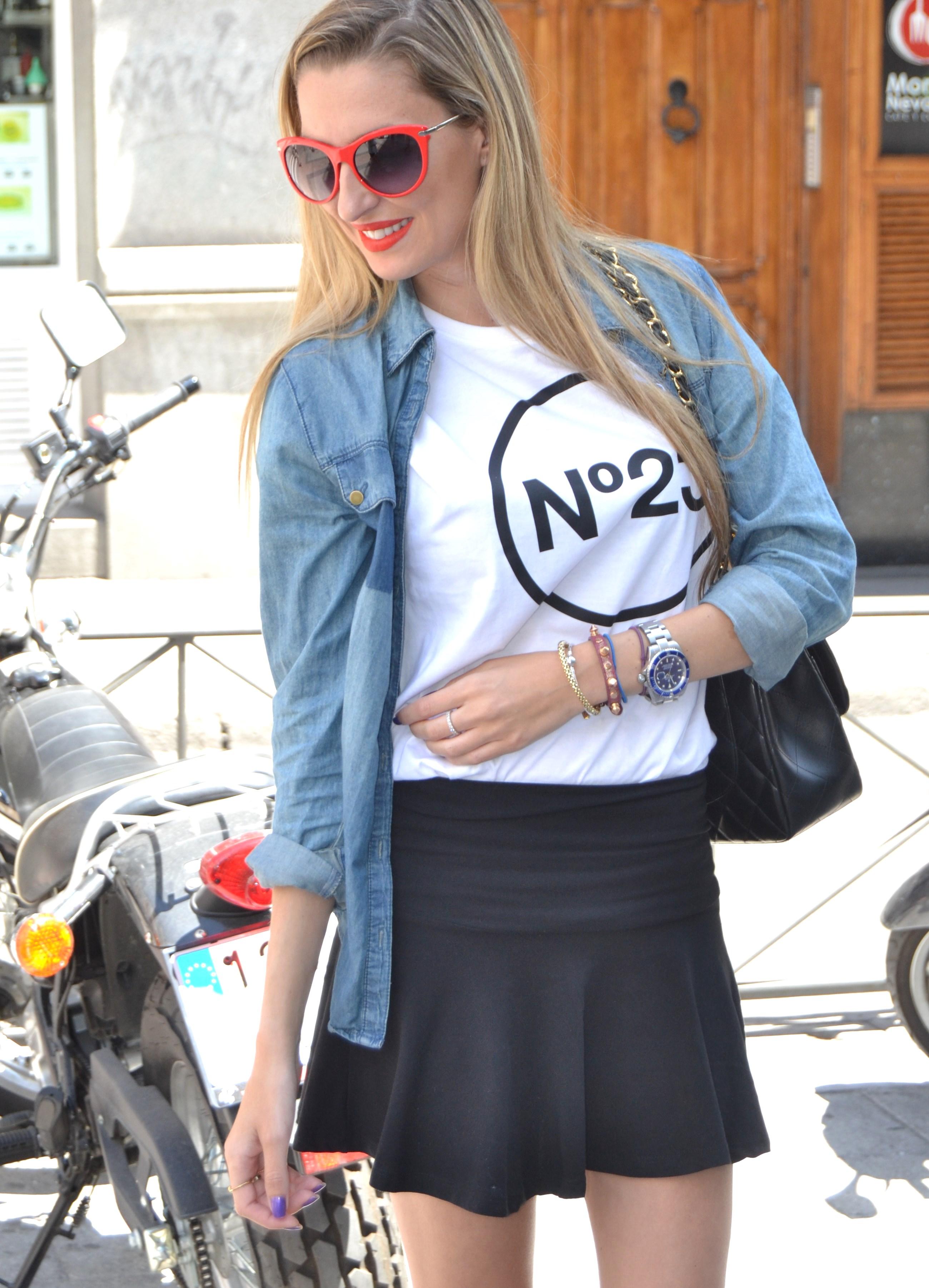 Nike_Free_FlyKnight_Sneakers_Chanel_255_Chanel_Bag_Guess_Sunglasses_Denim_Shirt_Lara_Martin_Gilarranz_Bymyheels (8)