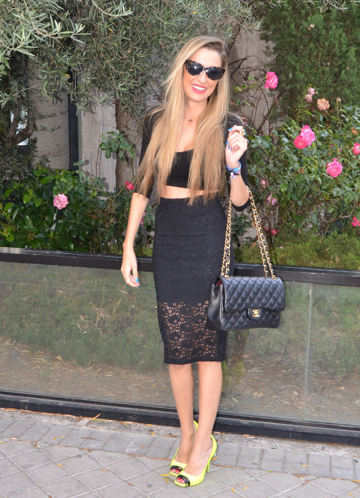 Huawei_Total_Black_Midi_Skirt_Fluor_Heels_Versace_Cat_Eye_Sunglasses_255_Chanel_Bag_Lara_Martin_Gilarranz_Bymyheels (5)