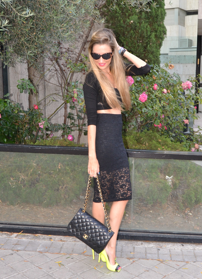 Huawei_Total_Black_Midi_Skirt_Fluor_Heels_Versace_Cat_Eye_Sunglasses_255_Chanel_Bag_Lara_Martin_Gilarranz_Bymyheels (7)