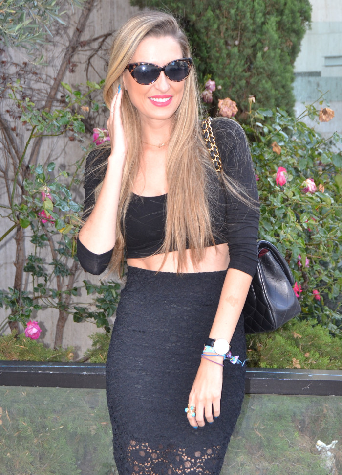 Huawei_Total_Black_Midi_Skirt_Fluor_Heels_Versace_Cat_Eye_Sunglasses_255_Chanel_Bag_Lara_Martin_Gilarranz_Bymyheels (9)