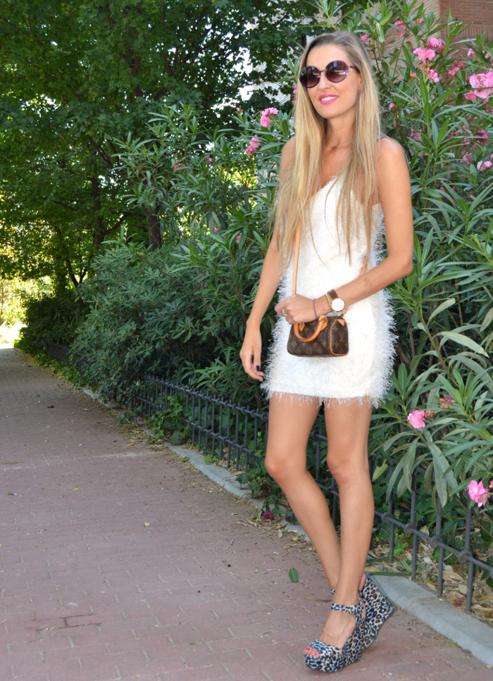 Mini_Speedy_Louis_Vuitton_White_Dress_Les_Spec_Lara_Martin_Gilarranz_Bymyheels (2)
