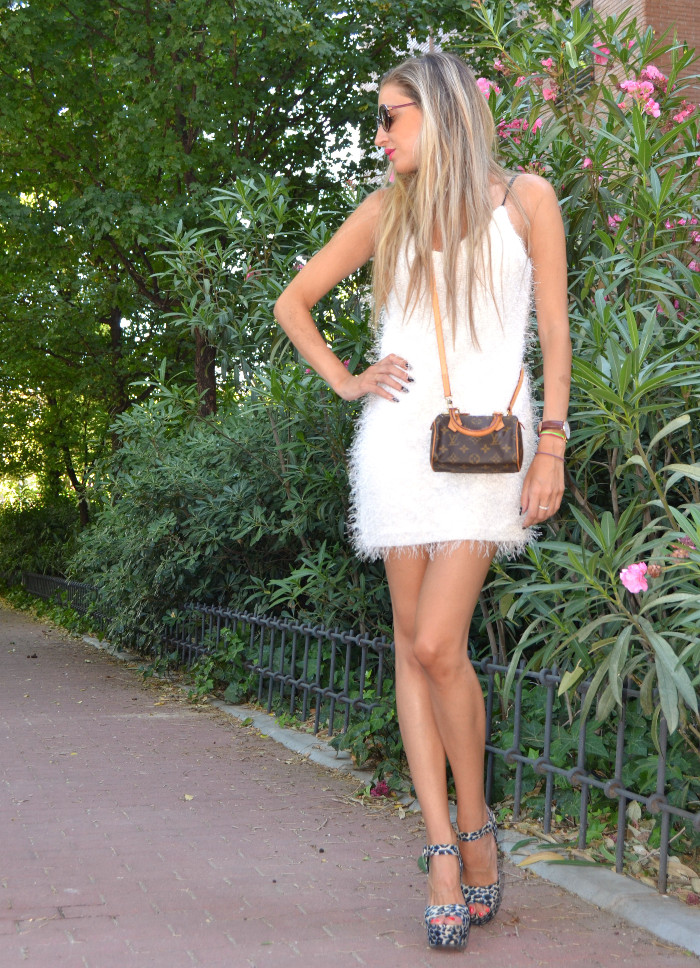 Mini_Speedy_Louis_Vuitton_White_Dress_Les_Spec_Lara_Martin_Gilarranz_Bymyheels (4)