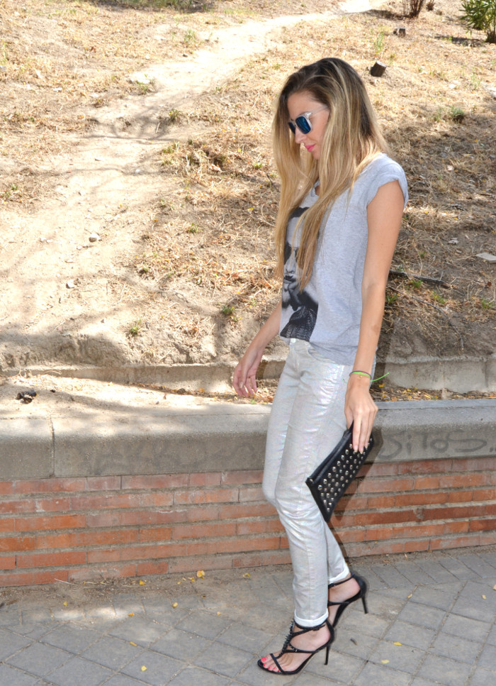 Silver_Jeans_Eleven_Paris_tshirt_Mirror_Sunnies_Guess_Sandals_Studs_Clutch_Lara_Martin_Gilarranz_Bymyheels (10)