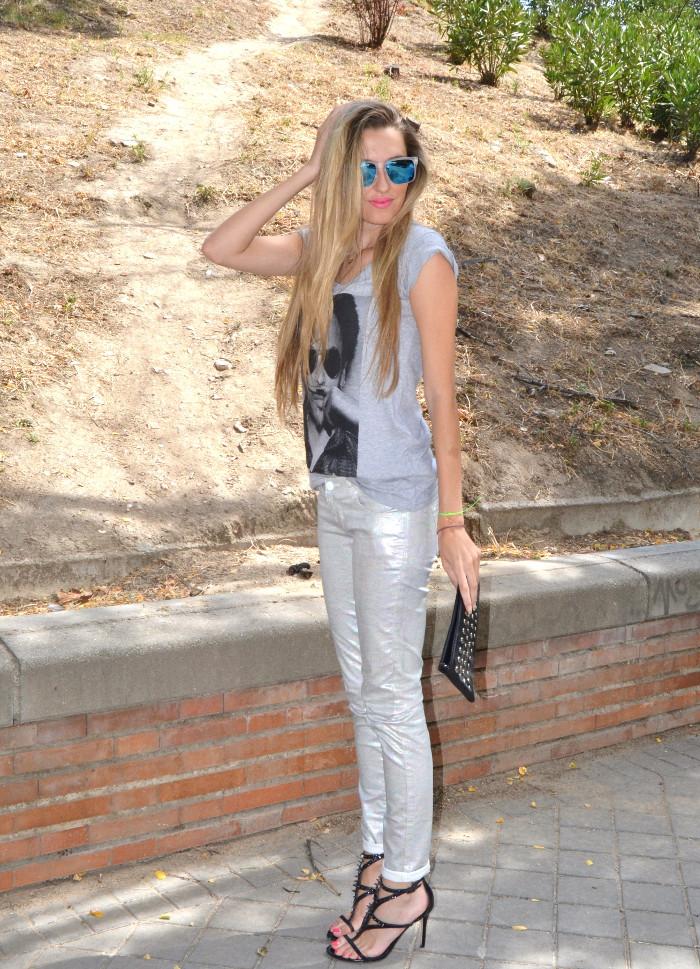 Silver_Jeans_Eleven_Paris_tshirt_Mirror_Sunnies_Guess_Sandals_Studs_Clutch_Lara_Martin_Gilarranz_Bymyheels (2)