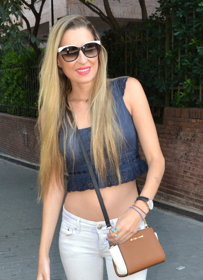 Skinny_Jeans_Cropped_Top_Esprit_Sunglasses_Nike_Free_Flyknit_Messenger_Michael_Kors_Lara_Martin_Gilarranz_Bymyheels (2)