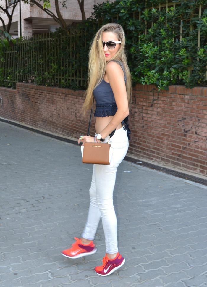 Skinny_Jeans_Cropped_Top_Esprit_Sunglasses_Nike_Free_Flyknit_Messenger_Michael_Kors_Lara_Martin_Gilarranz_Bymyheels (3)