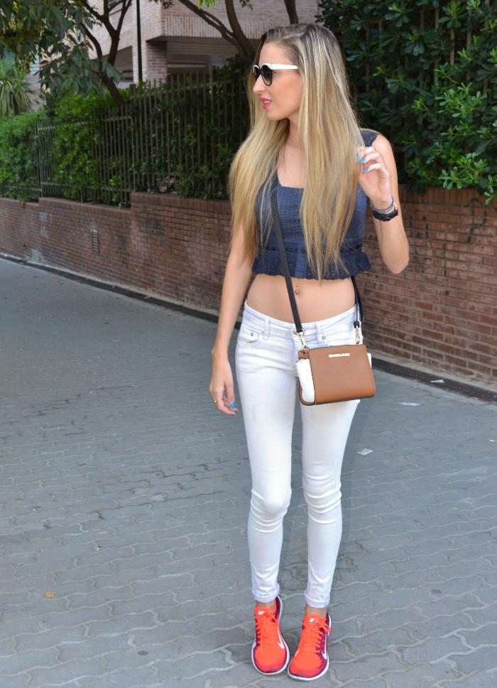Skinny_Jeans_Cropped_Top_Esprit_Sunglasses_Nike_Free_Flyknit_Messenger_Michael_Kors_Lara_Martin_Gilarranz_Bymyheels (6)