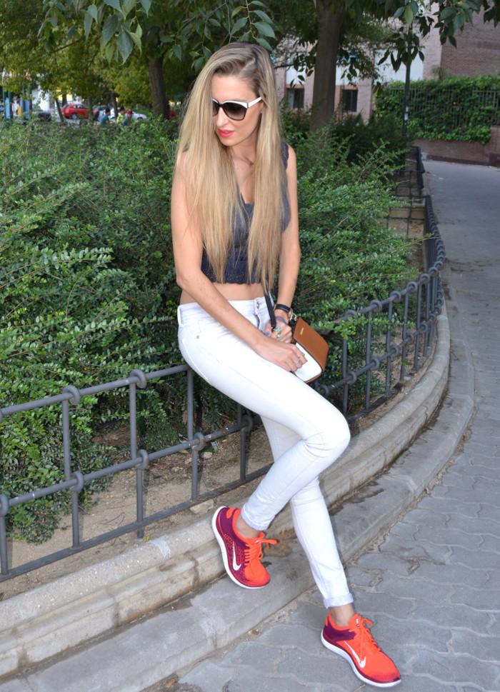 Skinny_Jeans_Cropped_Top_Esprit_Sunglasses_Nike_Free_Flyknit_Messenger_Michael_Kors_Lara_Martin_Gilarranz_Bymyheels (7)