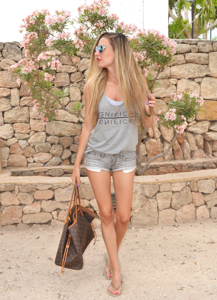Total_Grey_Outfit_Ibiza_Beach_Lara_Martin_Gilarranz_Bymyheels (1)