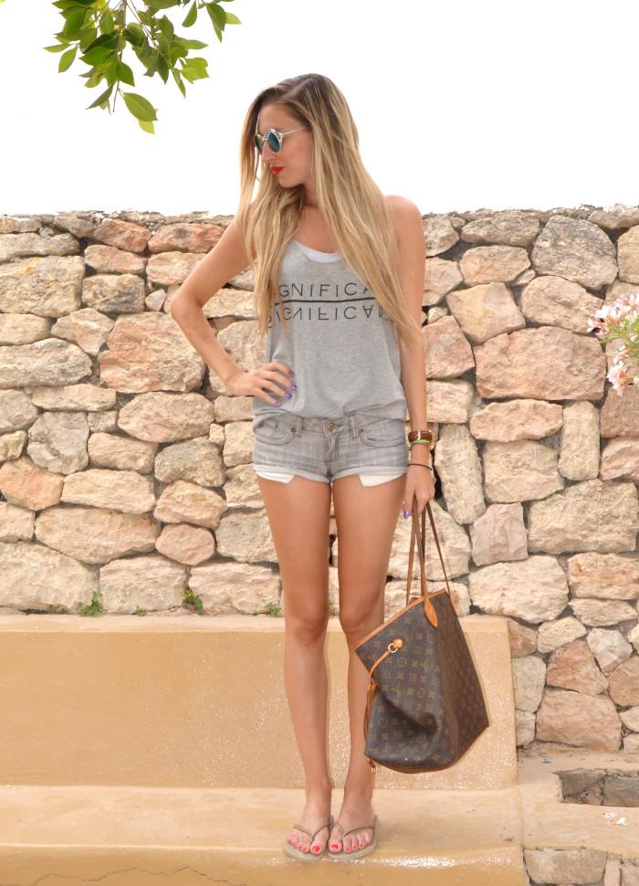Total_Grey_Outfit_Ibiza_Beach_Lara_Martin_Gilarranz_Bymyheels (2)