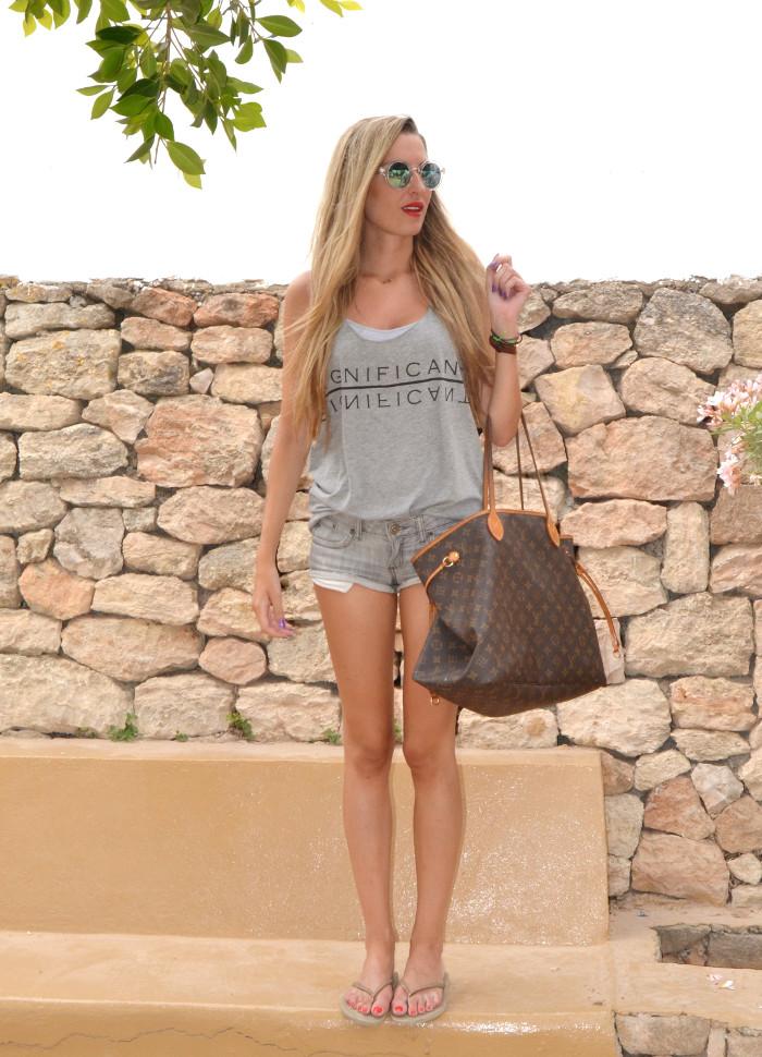 Total_Grey_Outfit_Ibiza_Beach_Lara_Martin_Gilarranz_Bymyheels (3)