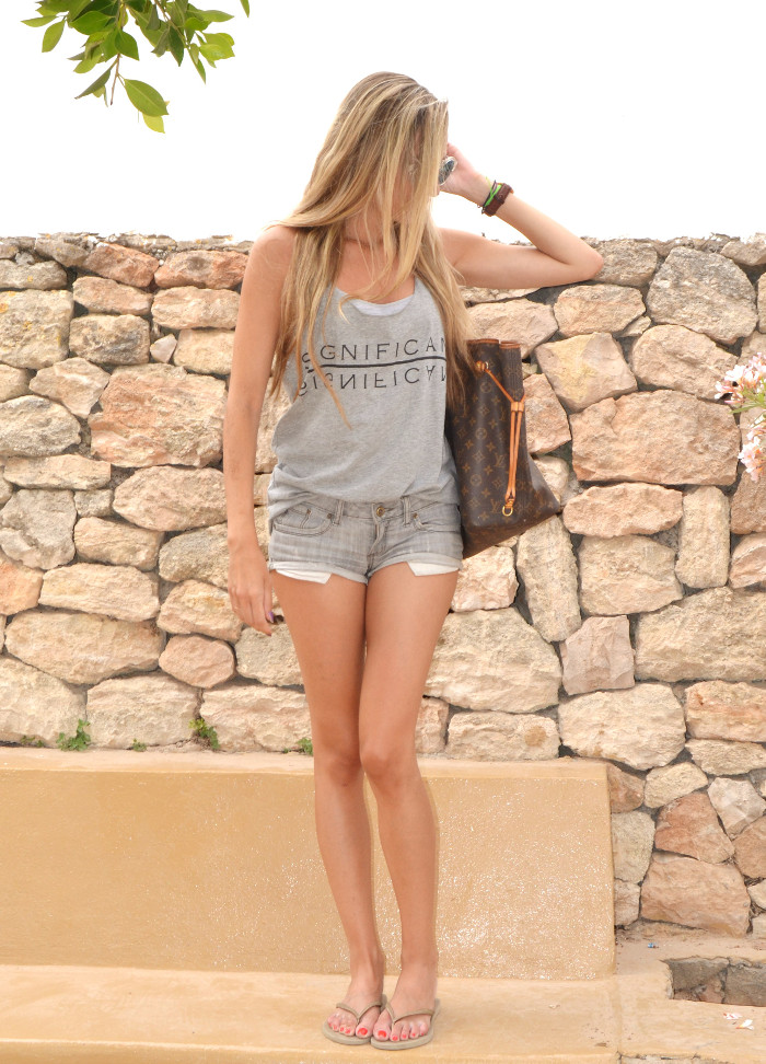 Total_Grey_Outfit_Ibiza_Beach_Lara_Martin_Gilarranz_Bymyheels (5)
