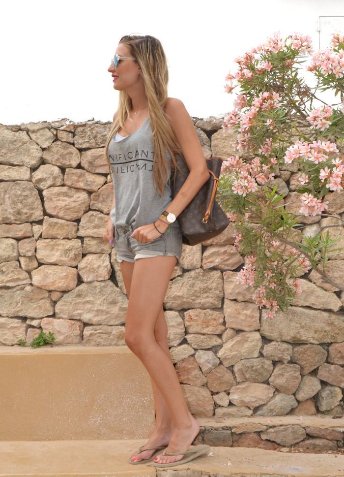 Total_Grey_Outfit_Ibiza_Beach_Lara_Martin_Gilarranz_Bymyheels (6)