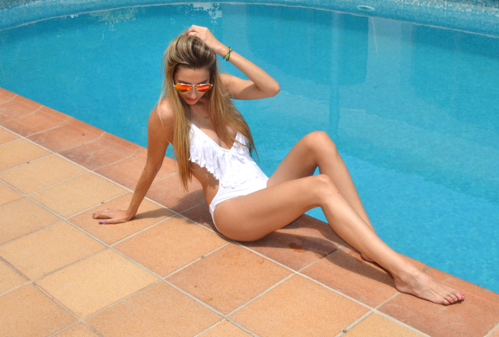 White_Trikini_Pool_Lara_Martin_Gilarranz_Bymyheels (7)