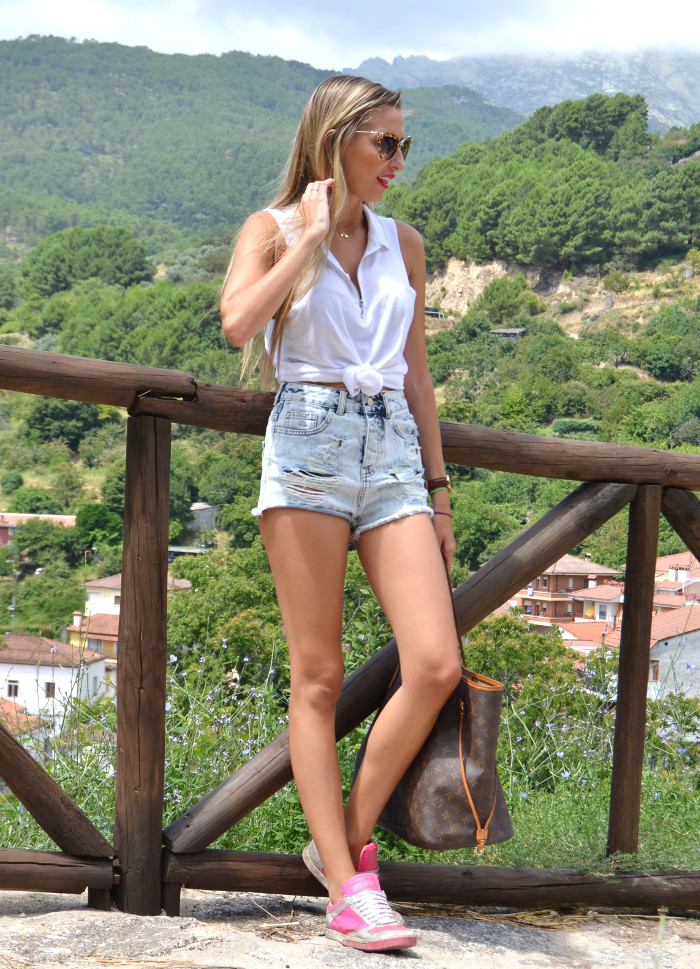 High_Waisted_Shorts_Top_MIU_MIU_Glasses_Louis_Vuitton_Lara_Martin_Gilarranz_Bymyheels (4)