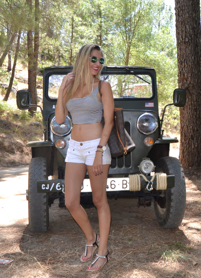 Jeep_Willys_II_Guerra_Mundial_Shorts_Cropped_Top_Sierra_Gredos_Lara_Martin_Gilarranz_Bymyheels (4)