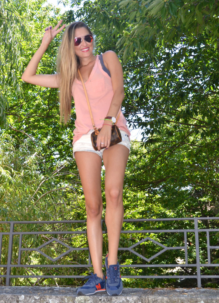 Shorts_Tank_Top_Mirror_Sunnies_New_Balance_Mini_Speedy_Louis_Vuitton_Lara_Martin_Gilarranz_Bymyheels (8)