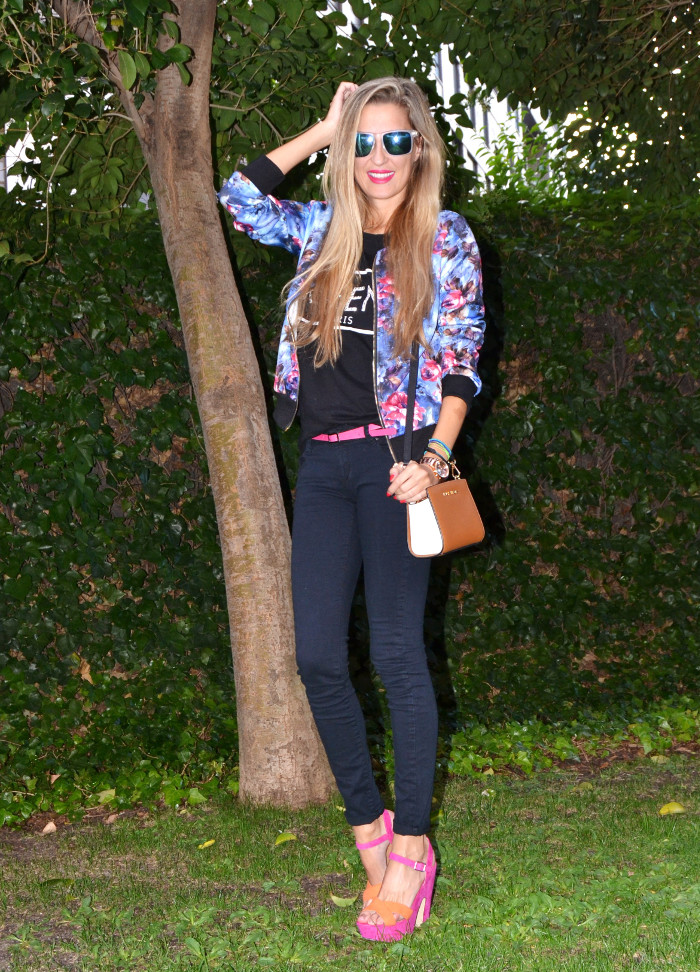 Personaling_Shopping_Online_Flowers_Bomber_Skinny_Jeans_Black_Mirror_Sunnies_Lara_Martin_Gilarranz_Bymyheels (3)