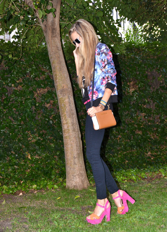 Personaling_Shopping_Online_Flowers_Bomber_Skinny_Jeans_Black_Mirror_Sunnies_Lara_Martin_Gilarranz_Bymyheels (4)