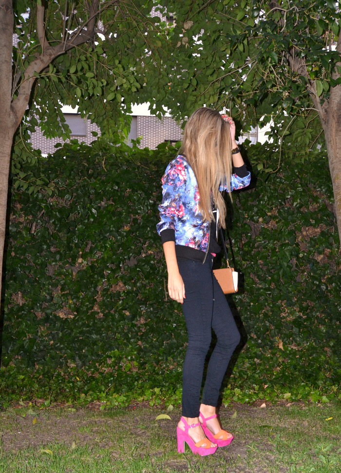 Personaling_Shopping_Online_Flowers_Bomber_Skinny_Jeans_Black_Mirror_Sunnies_Lara_Martin_Gilarranz_Bymyheels (5)