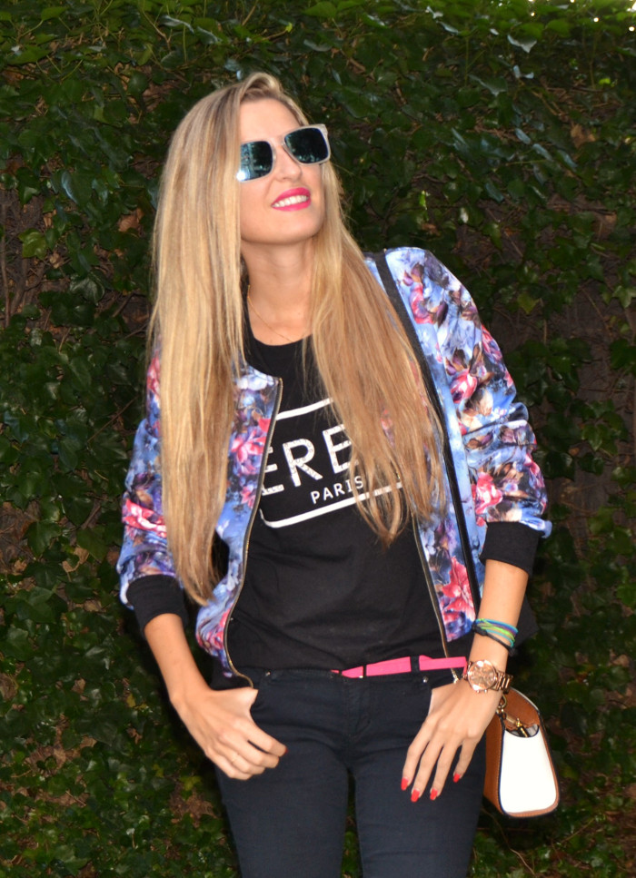 Personaling_Shopping_Online_Flowers_Bomber_Skinny_Jeans_Black_Mirror_Sunnies_Lara_Martin_Gilarranz_Bymyheels (7)
