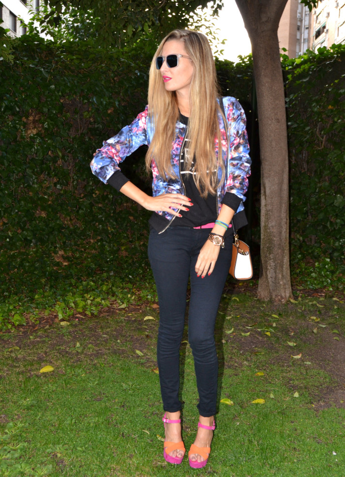 Personaling_Shopping_Online_Flowers_Bomber_Skinny_Jeans_Black_Mirror_Sunnies_Lara_Martin_Gilarranz_Bymyheels (8)
