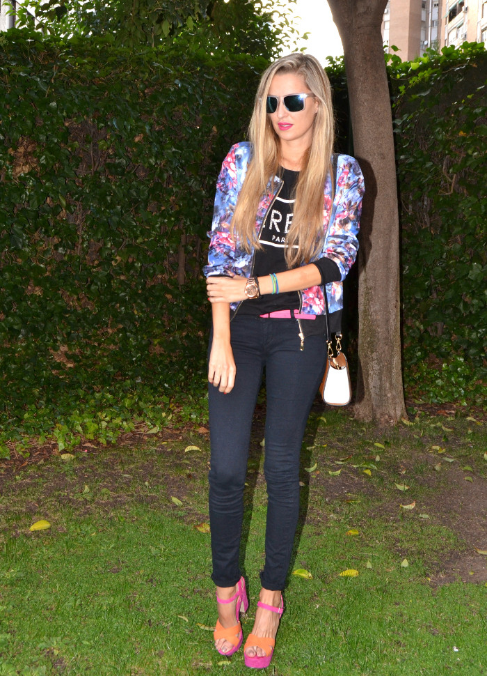 Personaling_Shopping_Online_Flowers_Bomber_Skinny_Jeans_Black_Mirror_Sunnies_Lara_Martin_Gilarranz_Bymyheels (9)