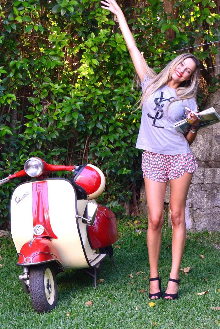 Vespa_Moto_Jogging_Shorts_YSL_Tshirt_Platforms_Blenders_Lara_Martin_Gilarranz_Bymyheels (1)