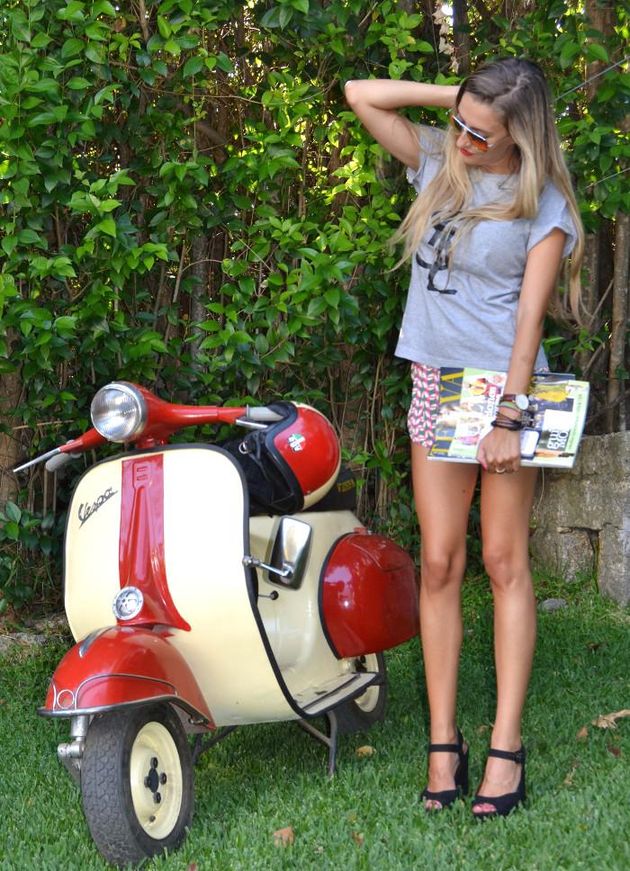 Vespa_Moto_Jogging_Shorts_YSL_Tshirt_Platforms_Blenders_Lara_Martin_Gilarranz_Bymyheels (3)