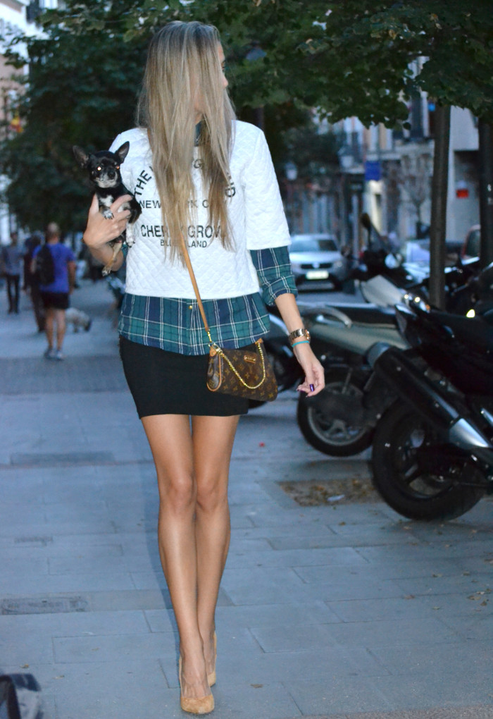 Venca_Shirt_Sweatshirt_Black_Skirt_Pochette_Eva_Louis_Vuitton_Lara_Martin_Gilarranz_Bymyheels (11)